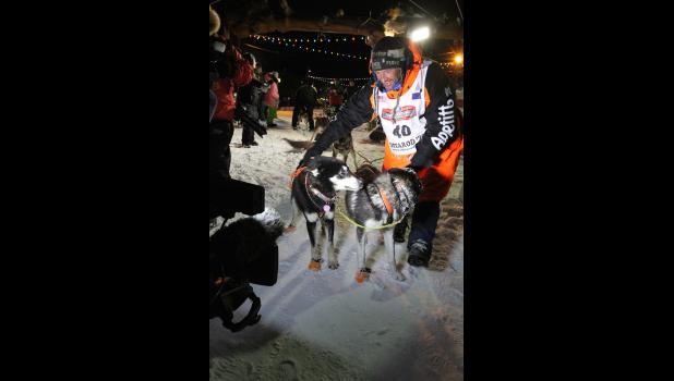 Thomas Waerner thanks his lead dogs Bark and K2 for the ride.